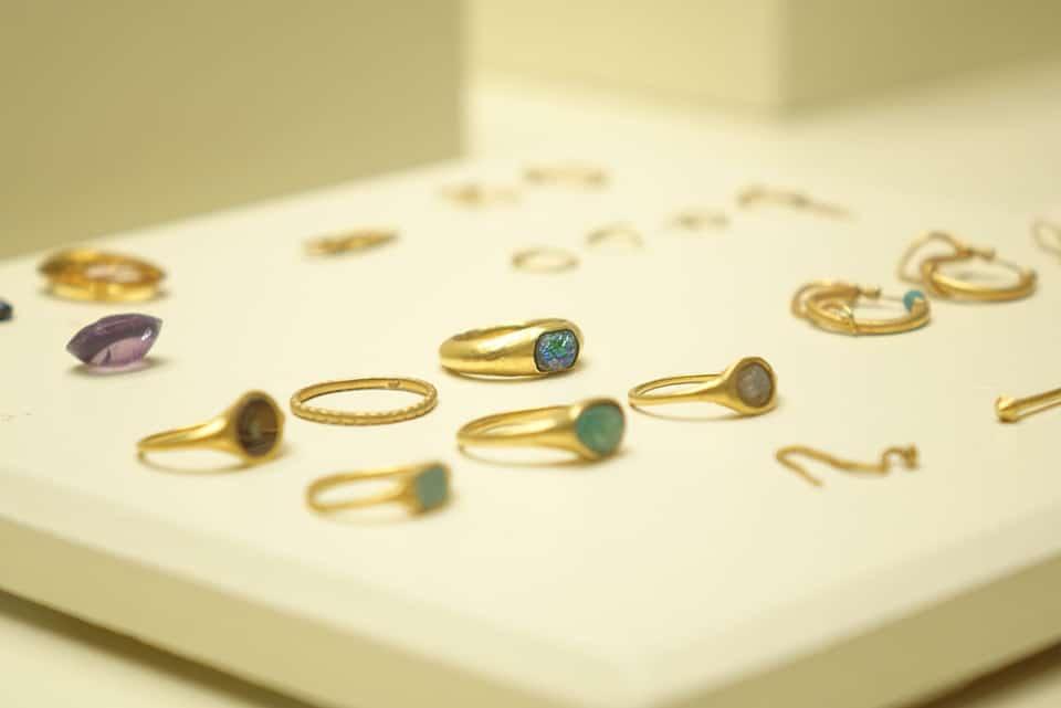 Muestra de anillos fenicios del Museo de Cádiz