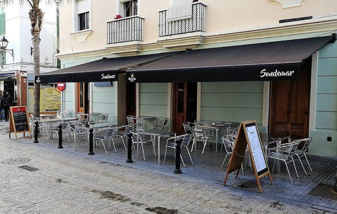Terraza exterior del Restaurante Sondemar en Cádiz